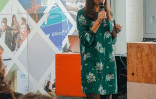Eglantine Tuaillon au micro de la conf SNCF