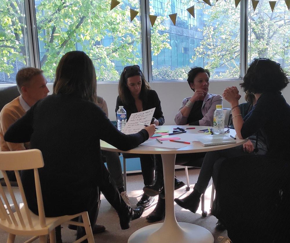 Photo d'un atelier collectif au sein du club avec 6 participants